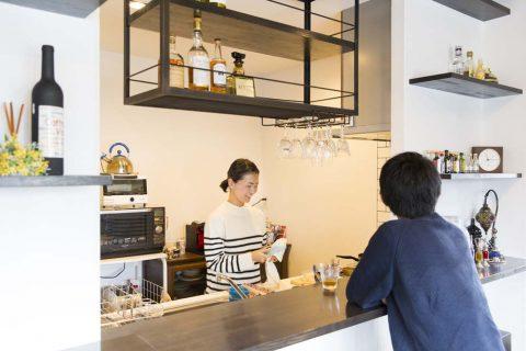 マンションリノベーション、リノデュース、オープン吊戸棚、カフェ風キッチン、キッチン収納