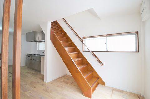 戸建リノベーション、リノベーション東京、直階段、木製階段、階段手すり