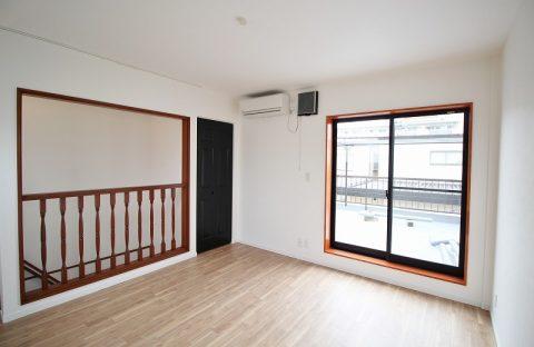 戸建リノベーション、リノベーション東京、階段手すり、レトロ手すり、黒い扉材