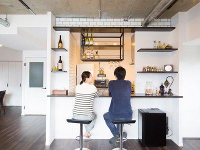 「リノデュース」のマンションリノベーション事例「特等席はカウンターキッチン。家族もゲストも、居心地のよい家をリノベで実現!」