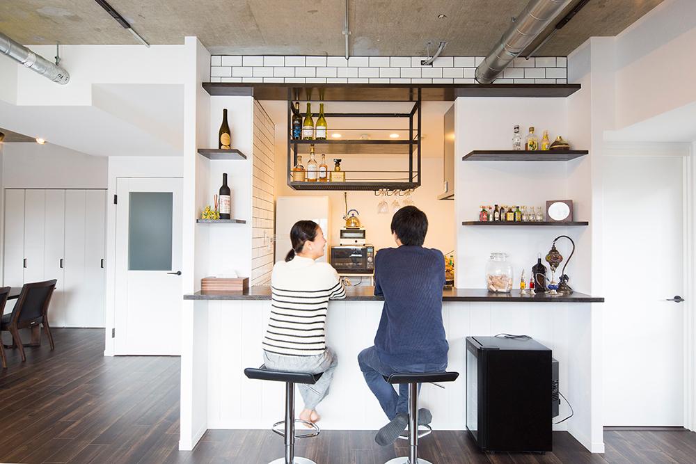 「リノデュース」のリノベーション事例「特等席はカウンターキッチン。家族もゲストも、居心地のよい家をリノベで実現!」
