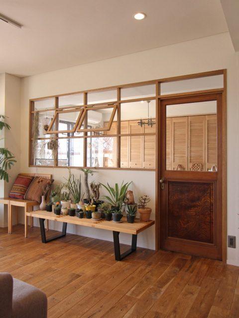 マンションリノベーション、フィールドガレージ 、室内窓、格子窓、アンティークドア