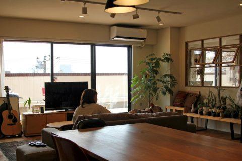 マンションリノベーション、フィールドガレージ、グリーンインテリア、室内窓、格子窓