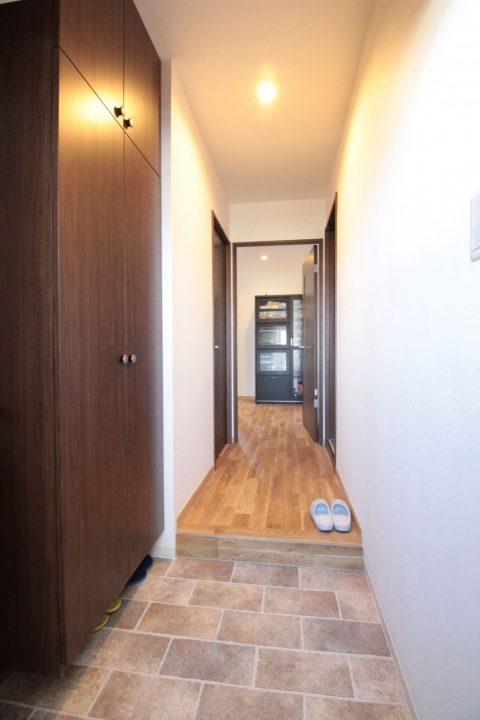 マンションリノベーション、湘南リフォーム、玄関土間、オーク無垢材、玄関収納