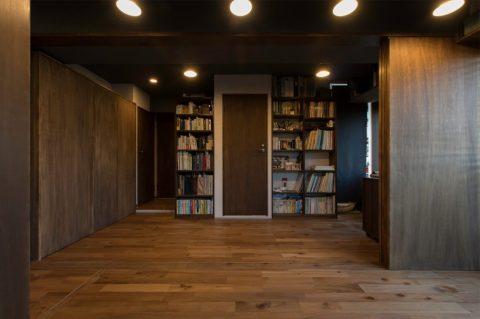 マンションリノベーション、H2DO一級建築士事務所、ワークスペース、造作本棚、引き戸間仕切り