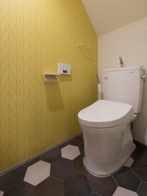 マンションリノベーション、H2DO一級建築士事務所、アクセントウォール、ヘキサゴンタイル、黄色い壁