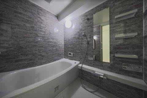 マンションリノベーション、フリーキスワークス、シックな浴室、黒いバスルーム、モノトーンインテリア