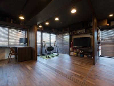 「H2DO一級建築士事務所」のマンションリノベーション事例「メゾネットマンションを二世帯住宅に!オーダー収納に囲まれたワンルームリノベーション」
