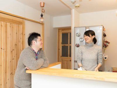 「株式会社駿河屋」のマンションリノベーション事例「木の香りに包まれて。2人の会話が弾む、オープンプランのマンションリノベ」