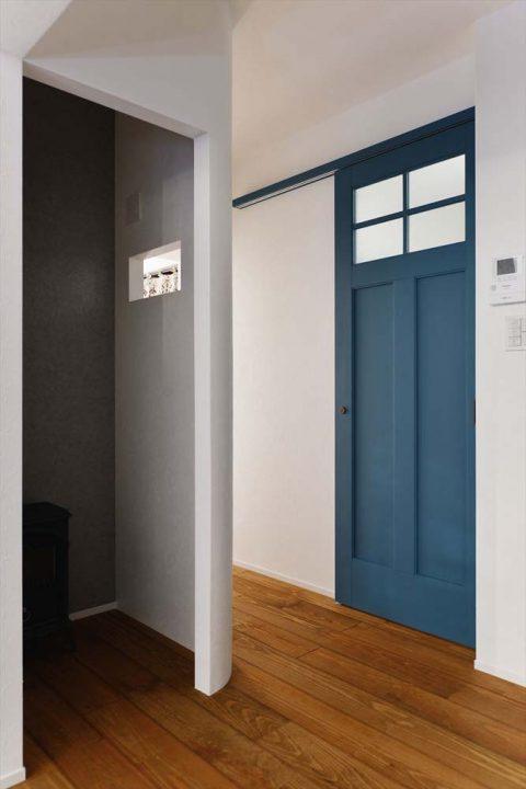 マンションリノベーション、2戸をつなげる、スタイル工房、子育てしやすい家、RC構造、アンティーク調、PCコーナー、書斎スペース、アールの壁、青いドア