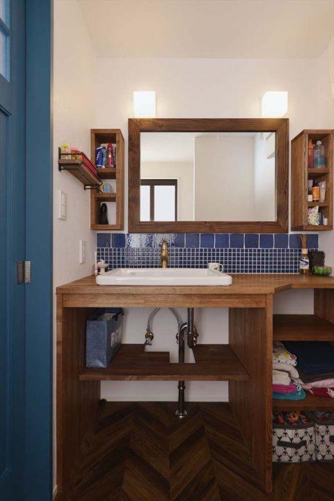 マンションリノベーション、2戸をつなげる、スタイル工房、子育てしやすい家、RC構造、アンティーク調、洗面スペース、タイル壁、レトロ、ヘリンボーン床