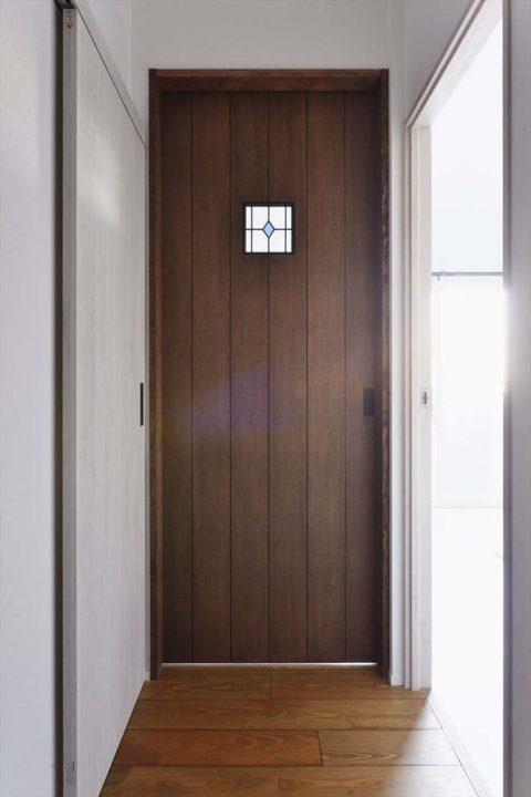 マンションリノベーション、スタイル工房、アンティーク調、ステンドグラス、寝室のドア、造作ドア