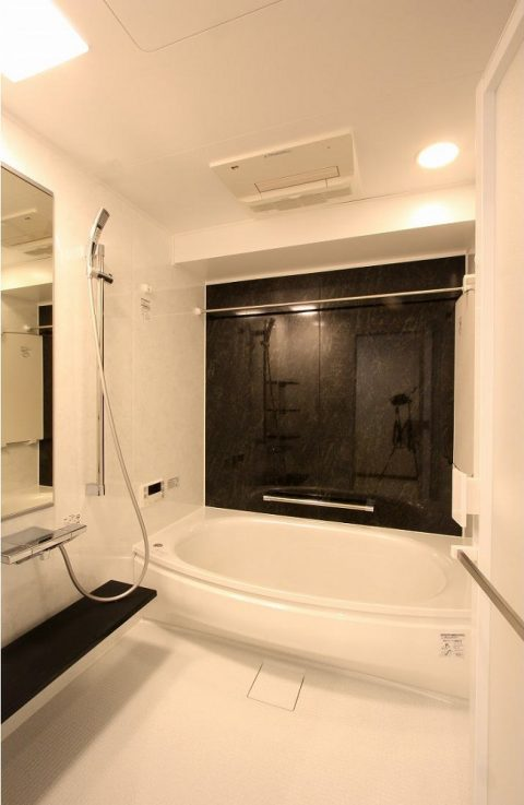 マンションリノベーション、アレックス、モノトーン浴室、TOTOバスルーム、弓型浴槽