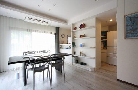 マンションリノベーション、アレックス、リビング収納、セミオープンキッチン、ディスプレイ収納