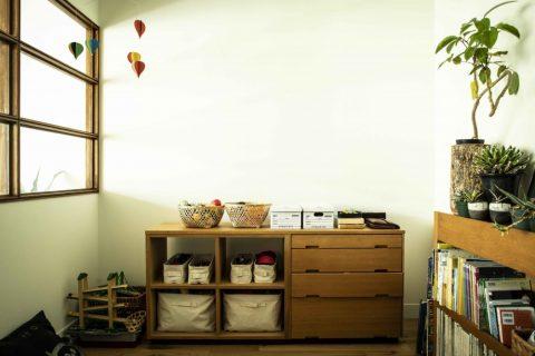 マンションリノベーション、ハコリノベ(SUN REFORM)、グリーンを飾る、室内窓、背の低い家具