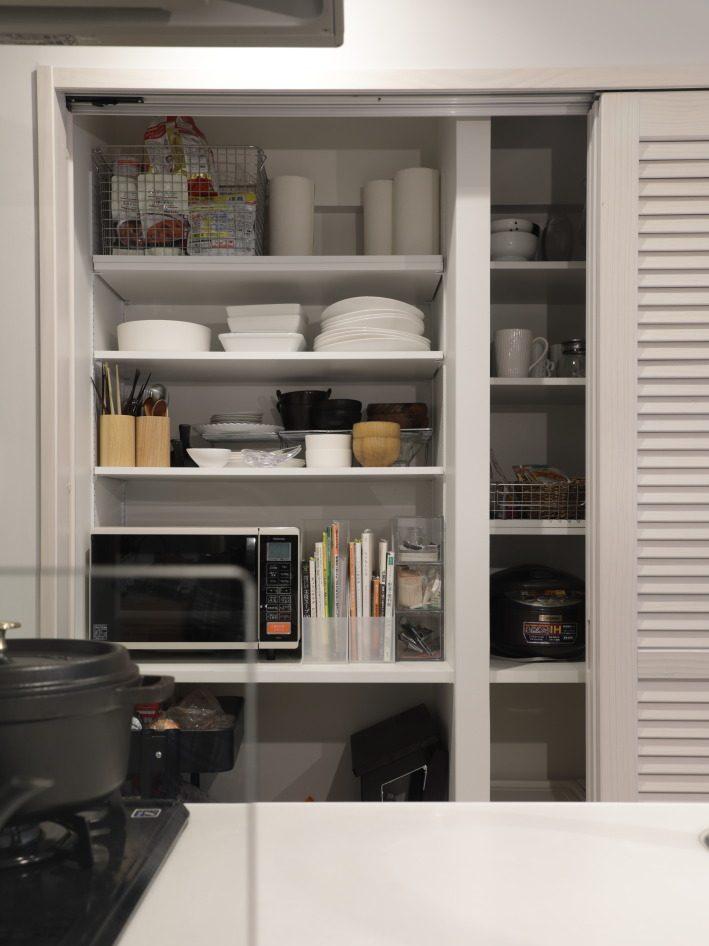 インテリックス、マンションリノベーション、キッチン収納、パントリー、可動棚、家電を隠す、隠す収納