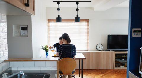 マンションリノベーション、インテリックス空間設計 、サイドキッチン配置、テーブルリメイク、ペンダントライト