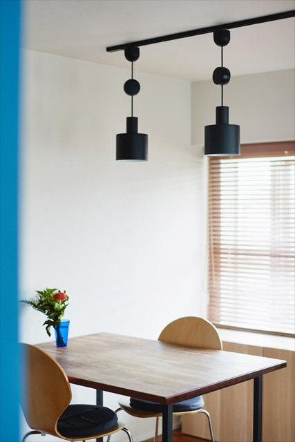 マンションリノベーション、インテリックス空間設計 、ダイニングテーブル、ダクトレール、黒を生かす