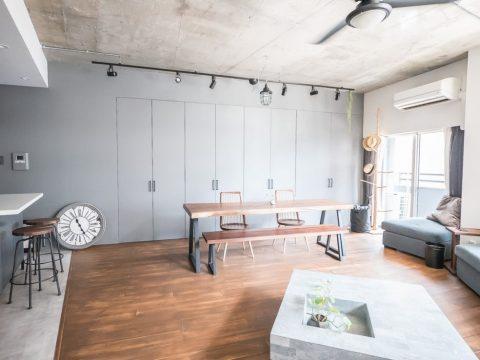 マンションリノベーション、CLOCK、ストーンテーブル、壁面収納、ダクトレール