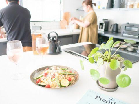 マンションリノベーション、CLOCK、オープンキッチン、キッチン作業台、カフェ風