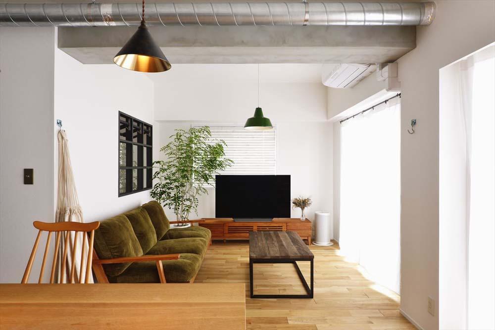 マンションリノベーション、スタイル工房、室内窓、ナラフローリング、ダクトむき出し