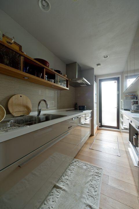 マンションリノベーション、GLADDEN、キッチン収納、勝手口、オープン棚