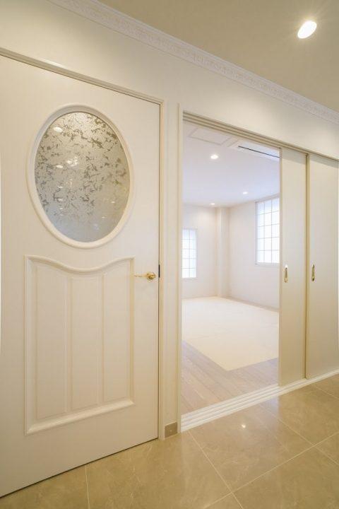 戸建てリノベーション、QUALIA クオリア、モダン和室、デザインガラス、ゲスト用寝室