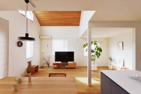 スタイル工房、戸建リノベ、対面キッチン、化粧柱、吹き抜け、タイル壁