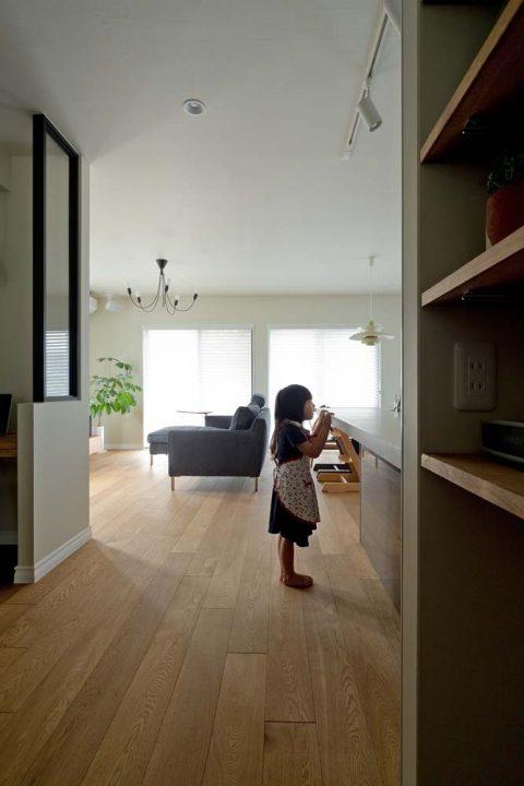 マンションリノベーション、GLADDEN 、室内窓、黒いフレーム、対面キッチン