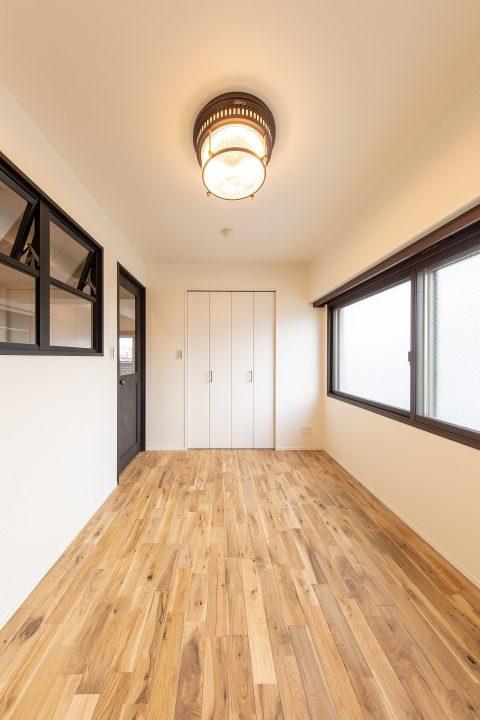 マンションリノベーション、リノベ不動産|Three Eight 、ベッドルーム、室内窓、開閉式窓