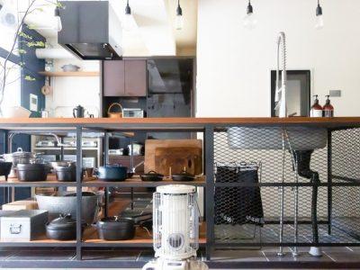 「CLOCK(クロック)」のマンションリノベーション事例「フルリノベで実現!アイアンフレームのキッチンが似合うクールな家」