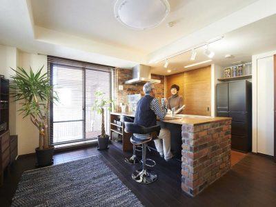 """「スタイル工房」のマンションリノベーション事例「バーカウンターのある""""大人キッチン""""で、毎日を上質な時間に!」"""
