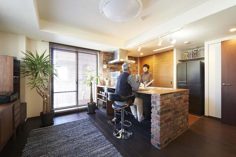 """「スタイル工房」のリノベーション事例「バーカウンターのある""""大人キッチン""""で、毎日を上質な時間に!」"""