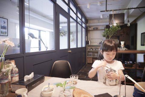 マンションリノベーション、CLOCK(クロック)、室内窓、ダークネイビー、作業テーブル