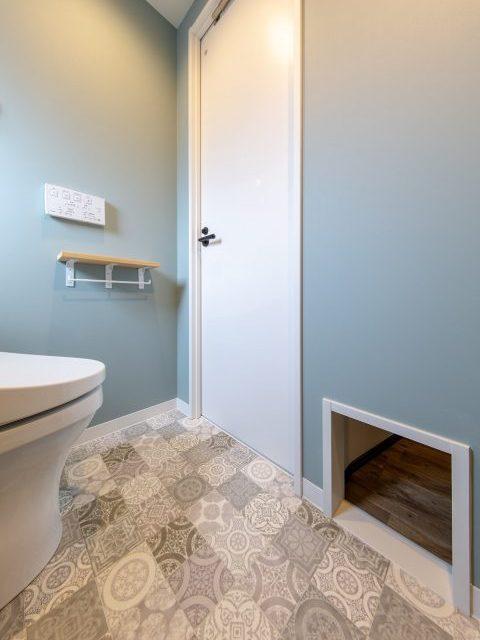 マンションリノベーション、リノベ不動産|Three Eight 、猫トイレ置き場、猫専用出入口、モールディング