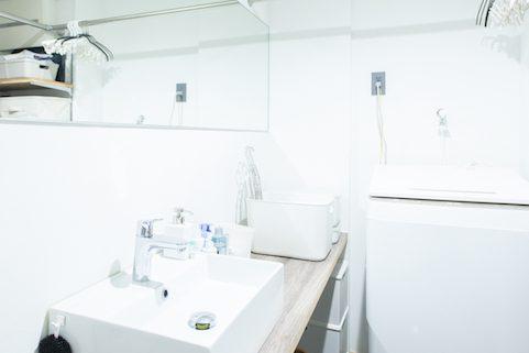 マンションリノベーション、ゼロリノベ、白い洗面室、洗面収納、フルミラー