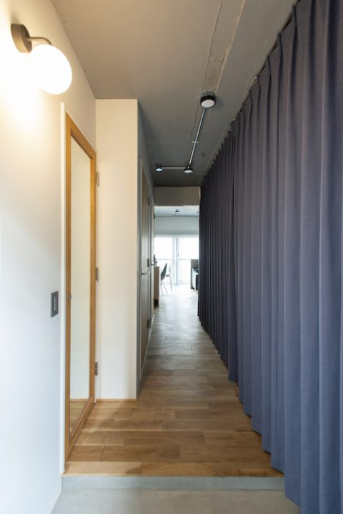 マンションリノベーション、ゼロリノベ、カーテン間仕切り、布で仕切る、玄関土間